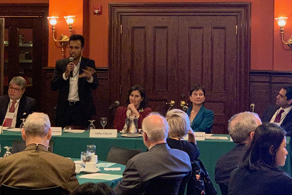 Centers Host Alumni Breakfast on Innovative Approaches to Financing Pharmaceutical R&D