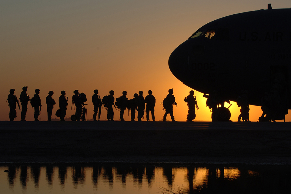 soldiers loading a plane